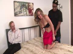 Meine Frau beim schwarzen Porno beobachten