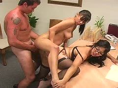 Asiatischer Dreier-Sex