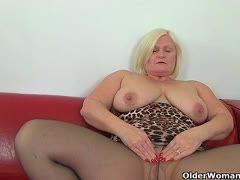 Frauen in Strumpfhosen mit großen Titten