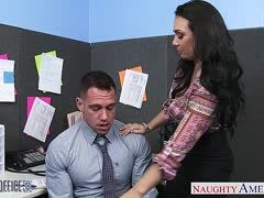 Bürofick mit der vollbusigen Milf Holly West